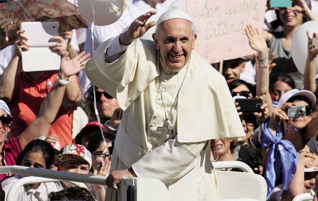 Papież: tożsamość chrześcijańską zyskujemy dzięki Duchowi Świętemu a nie stopniom naukowym