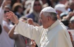 Watykan: po modlitwie Anioł Pański papież rozda wiernym Ewangelię Miłosierdzia