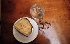 #AquamPanemChallenge: sztafeta postu, o chlebie i wodzie