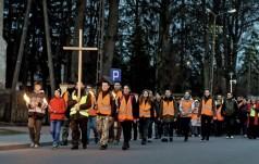 Nietypowe Drogi Krzyżowe organizowane przez wspólnoty z diecezji kieleckiej