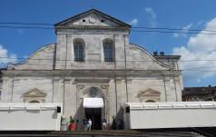 Papież wysyła dwa autokary z bezdomnymi do Turynu