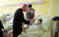Abp Jędraszewski w szpitalu dziecięcym
