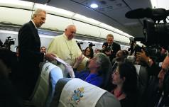 Papież w samolocie po spotkaniu z Cyrylem: jedność osiągamy idąc naprzód
