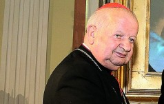 Rychwałd: papieski różaniec od kard. Dziwisza dla sanktuarium