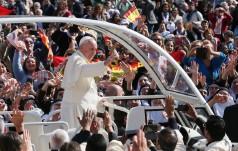 Franciszek: w Kanie Galilejskiej Jezus łączy się z nami w nowym Przymierzu