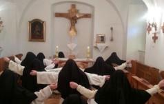 Mniszki modlą się za posłów aby bronili życia