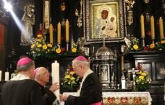Na Jasnej Górze biskupi otrzymali świece jubileuszowe 1050. rocznicy Chrztu Polski