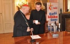 Kard. Stanisław Dziwisz przekazał relikwie do parafii pw. Narodzenia Pańskiego w Częstochowie