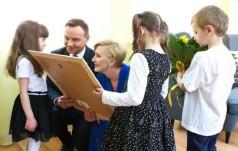 Pierwsza Para czyta dzieciom