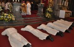 Kielce: 12 diakonów otrzymało święcenia prezbiteratu