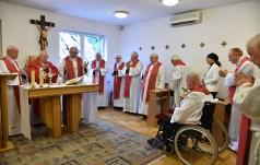Abp Nowak: owoc działalności kapłańskiej zależy od krzyża