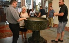 Zabytkowa chrzcielnica wróciła do legnickiej katedry