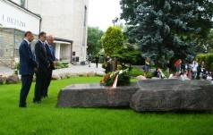 Prezesi IPN przy grobie bł. Popiełuszki