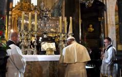 Franciszek modlił się w katedrze na Wawelu
