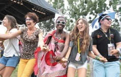 Młodzi bawią się na ulicach Krakowa i na Błoniach