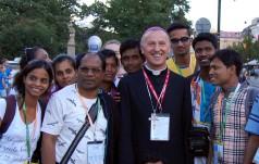 Facebookowy biskup podbija internet