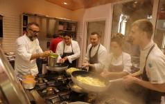 Rio de Janeiro: zainspirowany przez papieża kucharz gotuje dla głodnych w fawelach