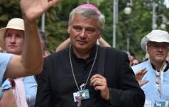 Papieski jałmużnik abp Krajewski oddał mieszkanie rodzinie z Syrii