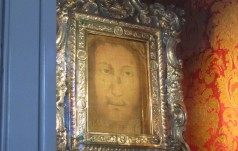 10 lat temu Benedykt XVI kontemplował Boskie Oblicze w Manoppello