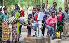Diecezja kielecka: dwie studnie głębinowe w Afryce dzięki zbiórce makulatury w parafiach