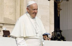Papież na spotkaniu z naukowcami