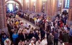 Kraków: w niedzielę liczne Msze według formularza za uchodźców i wygnańców
