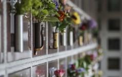 Kościół zakazuje rozrzucania prochów, czy przerabiania ich na biżuterię