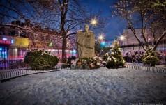 Nowy Jork: pomnik bł. ks. Jerzego Popiełuszki tonie w śmieciach