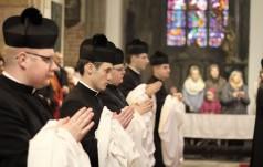 Blisko 3,4 tys. kleryków przygotowuje się do kapłaństwa, coraz więcej seminarzystów zakonnych