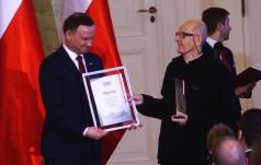 Mieszka z bezdomnymi i dostał nagrodę od Prezydenta