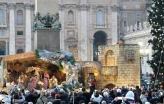 Franciszek: Bożonarodzeniowa szopka i choinka kształtują przesłanie nadziei i miłości
