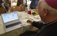 Pierwszy tweet biskupa świdnickiego Ignacego Deca