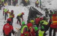 Ratownicy nie przerywają akcji w ruinach zasypanego przez lawinę hotelu