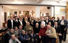 Chór Gloria Salvatori śpiewa kolędy u Brata Alberta