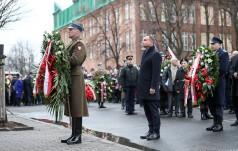 Warszawa: prezydent Duda złożył kwiaty pod tablicą upamiętniającą Żołnierzy Niezłomnych