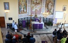 """""""Miłość krzyża"""": Rekolekcje w parafii pw. Najświętszego Ciała i Krwi Chrystusa w Radomsku"""