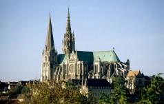 Francja: w tym roku odwołano pielgrzymkę studentów do Chartres
