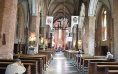 W cieniu trzech katedr