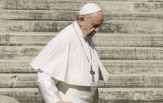 Papież odwiedził polową przychodnię lekarską dla ubogich