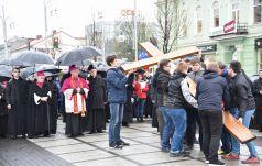 Abp Depo przewodniczył Drodze Krzyżowej w centrum Częstochowy
