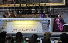Bp Muskus przy grobie św. Jana Pawła II