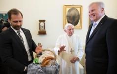 Benedykt XVI dziękuje wszystkim za życzenia urodzinowe
