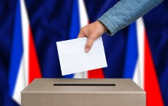 Francja: Groźba zamachu? Część sztabu Macrona ewakuowana
