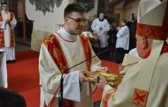 """""""Posłani, by służyć"""". Święcenia diakonatu w legnickiej katedrze"""