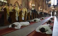 Świdnica: sześciu alumnów przyjęło święcenia diakonatu
