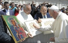 Papież Franciszek pobłogosławił nowe korony na Cudowny Obraz Matki Bożej na Jasnej Górze