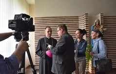 Biskup nominat A. Przybylski: młodych ludzi trzeba słuchać