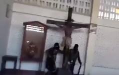 Przerażające! Bojownicy ISIS niszczą i profanują kościół na Filipinach