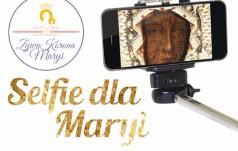 """Ludzie Kościoła i świata kultury dołączają do """"Selfie dla Maryi"""""""