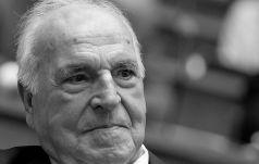Franciszek zapewnił o modlitwie za Helmuta Kohla